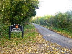 z11 Entrance to village